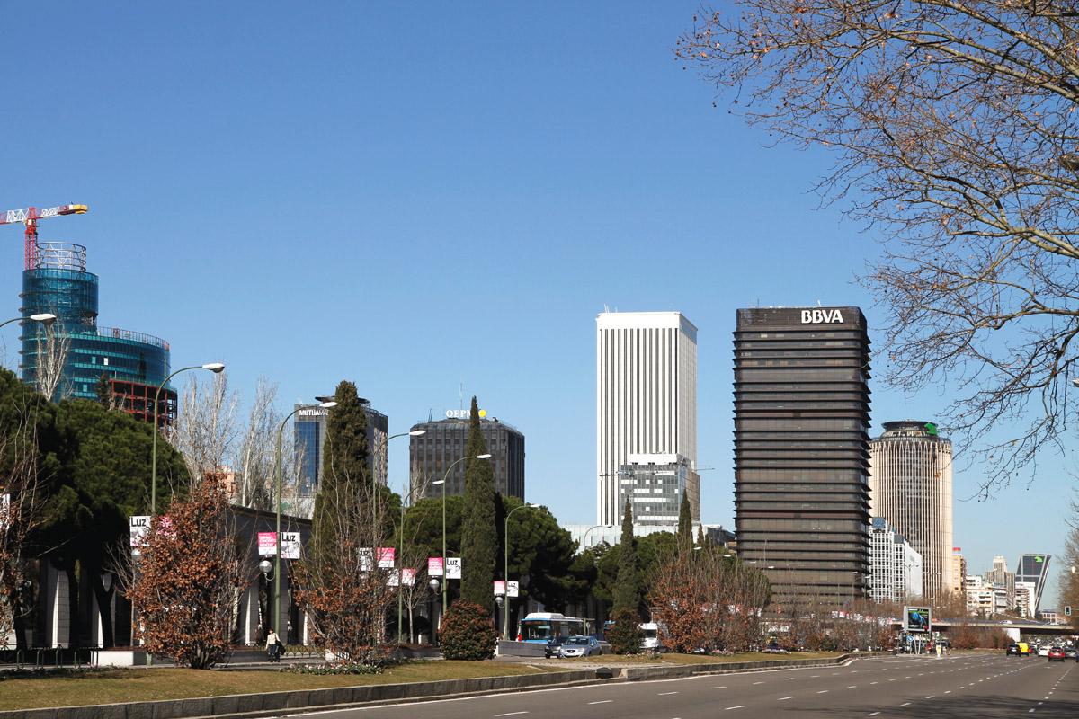 La torre bbva de madrid busca ya nuevos inquilinos for Bbva oficines barcelona
