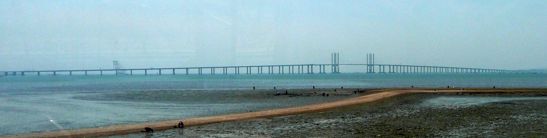 Puente de la bahía de Qingdao. B Gross