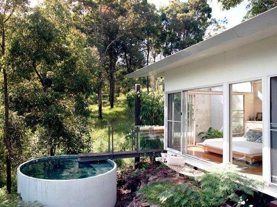 Otra piscina redonda, pequeña pero profunda, diseñada por Desire to Inspire