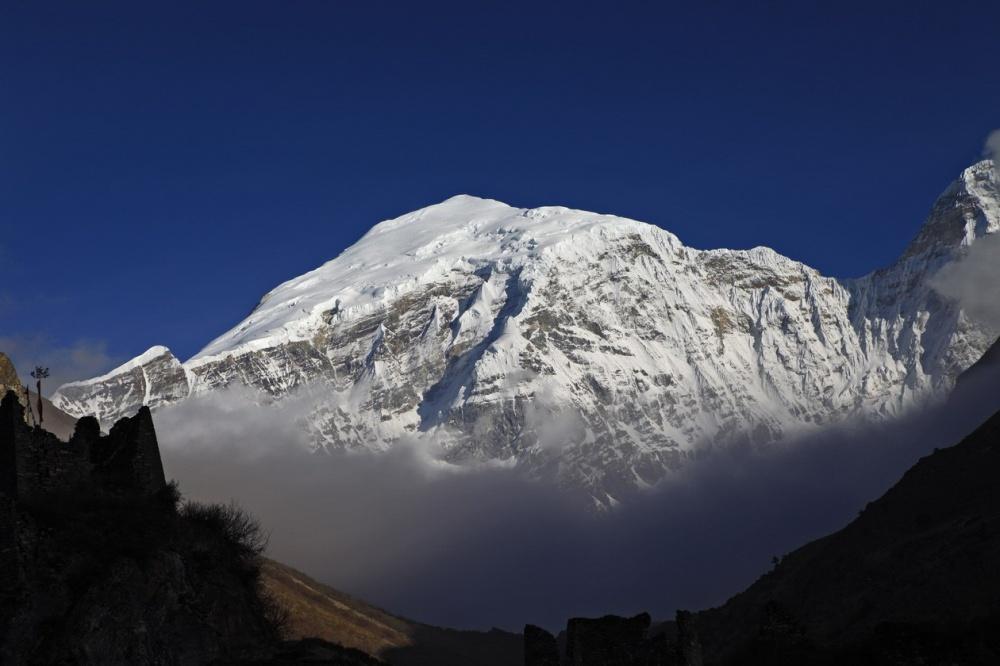 Gangkhar Puensum (cordillera del Himalaya, Bután)