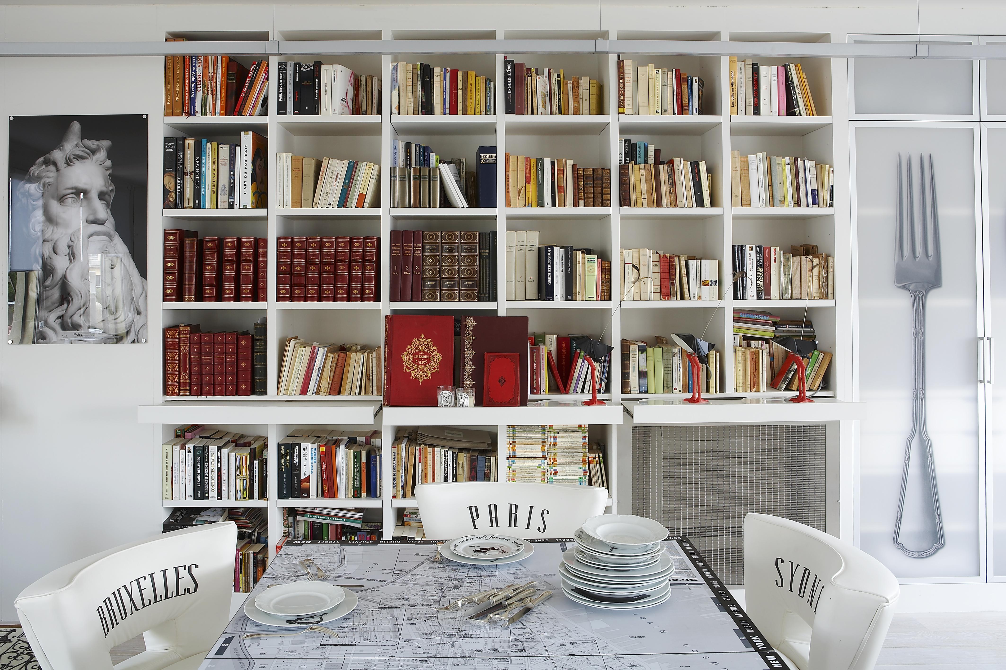 Si quieres que tu casa ligue por ti, llena las estanterías de libros