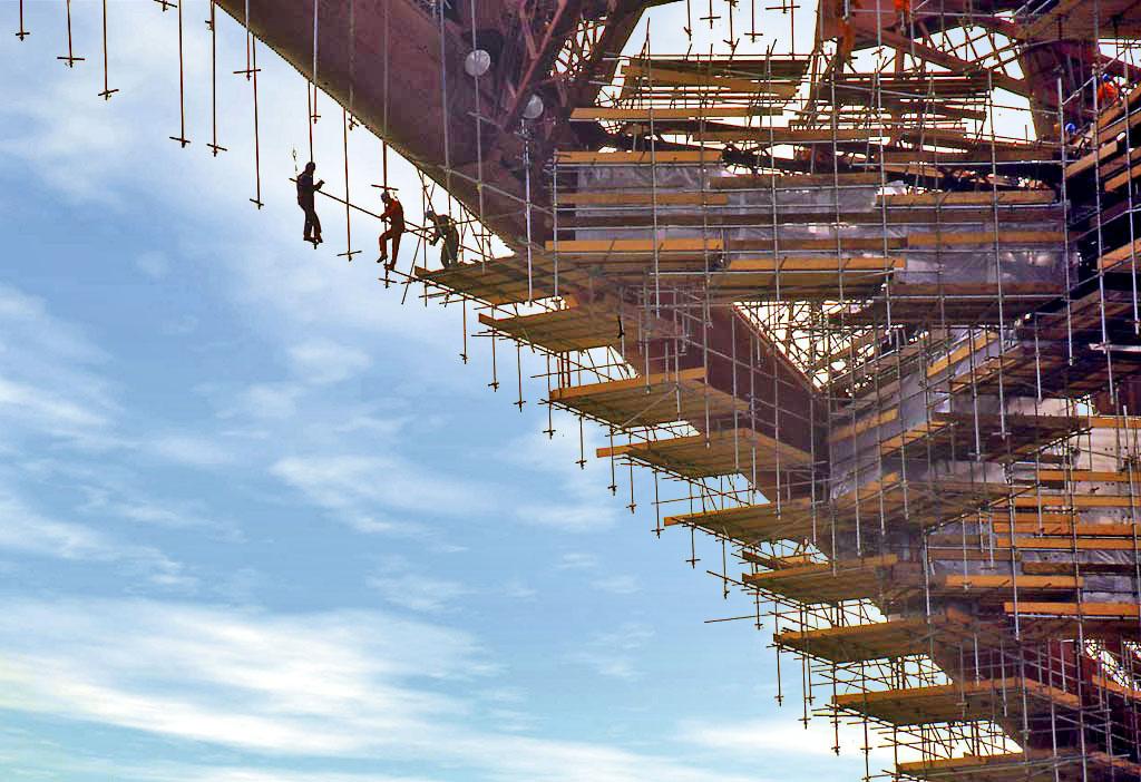 Obreros construyendo un edificio