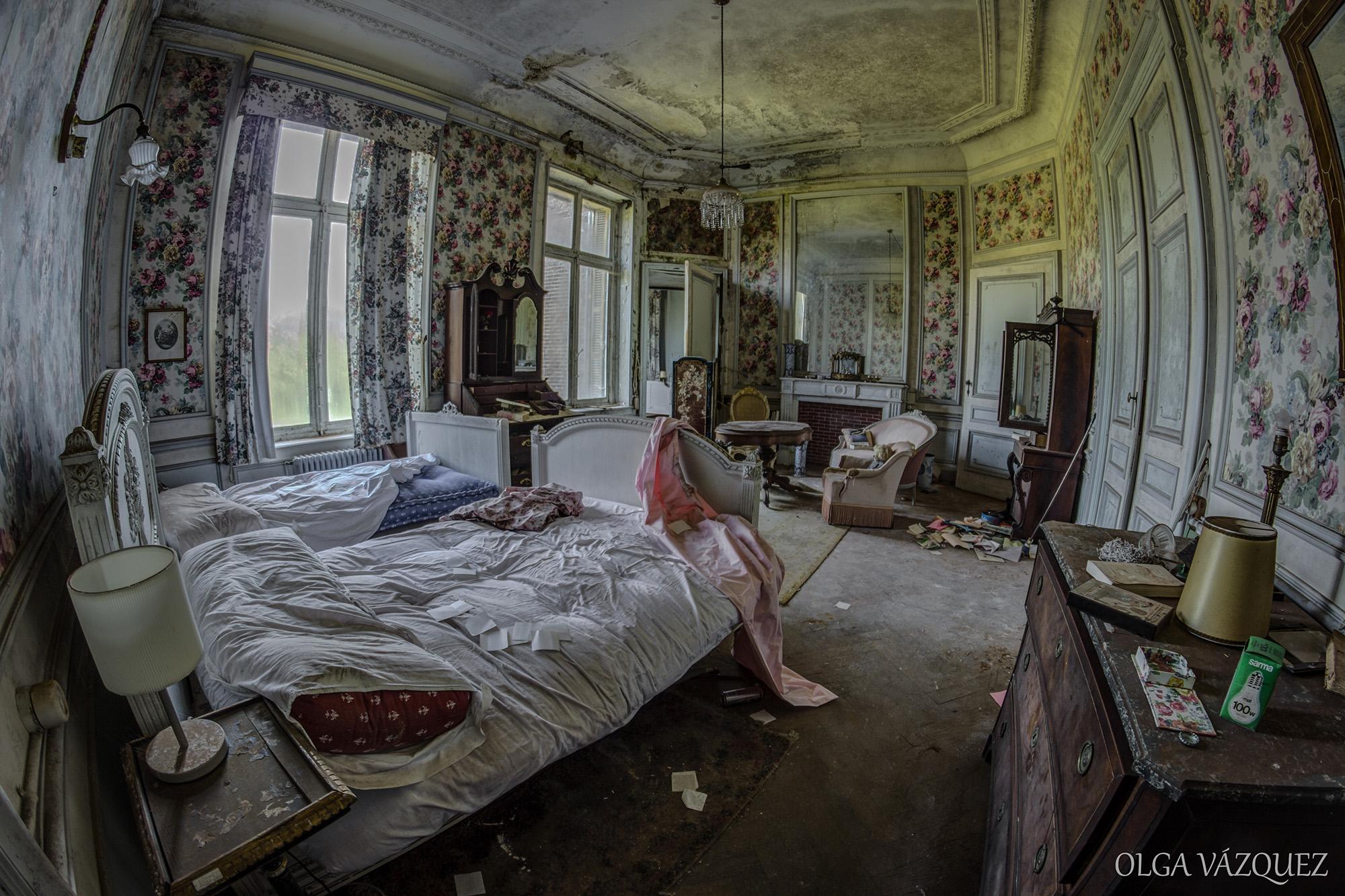 La siniestra belleza del castillo belga abandonado (y okupado ...