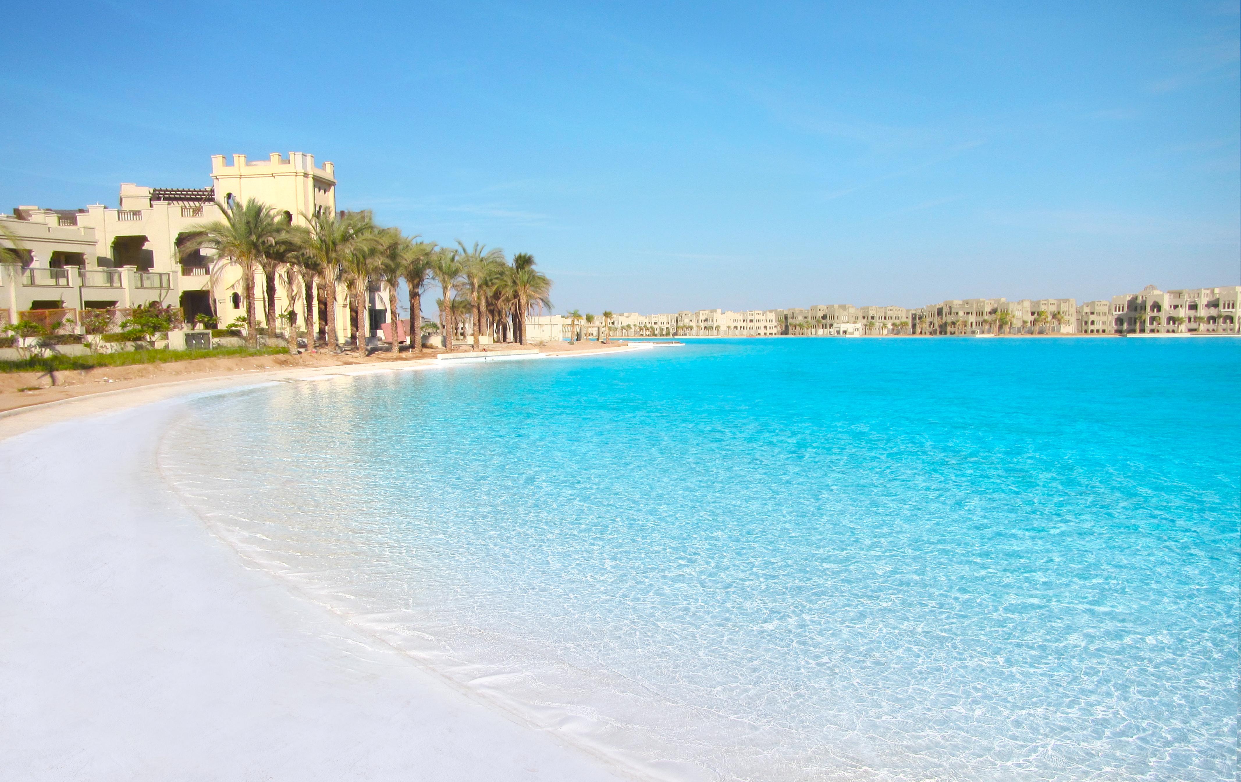 Hotel de lujo con piscina natural