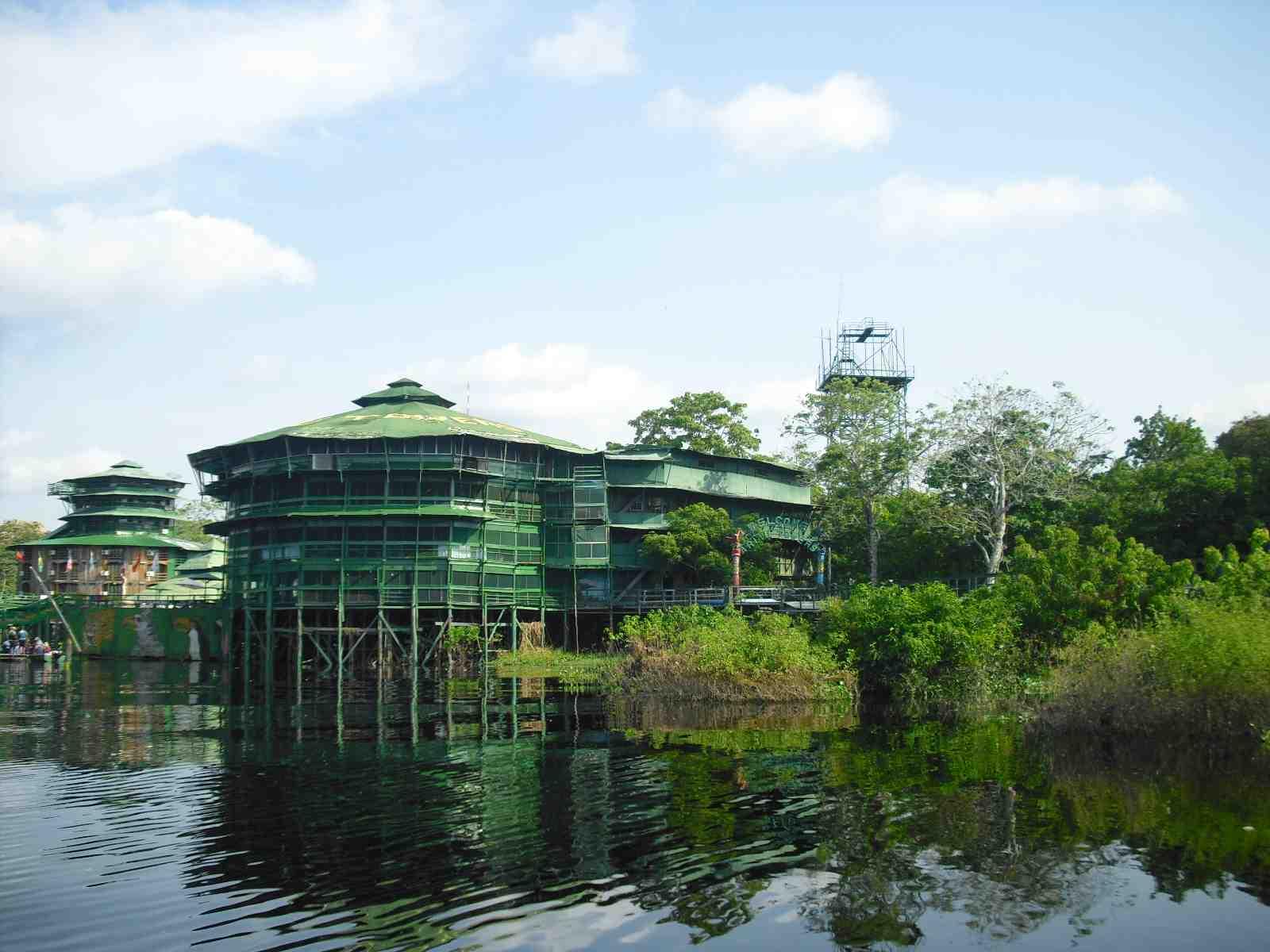 El hotel situado en el río Amazonas