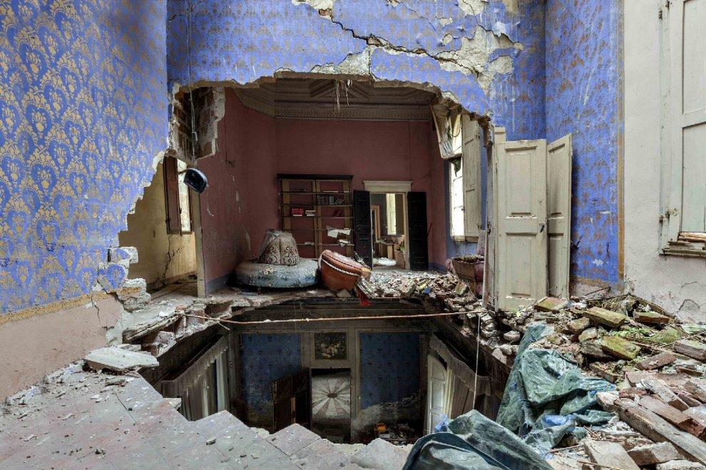 Foto del interior de una mansión abandonada