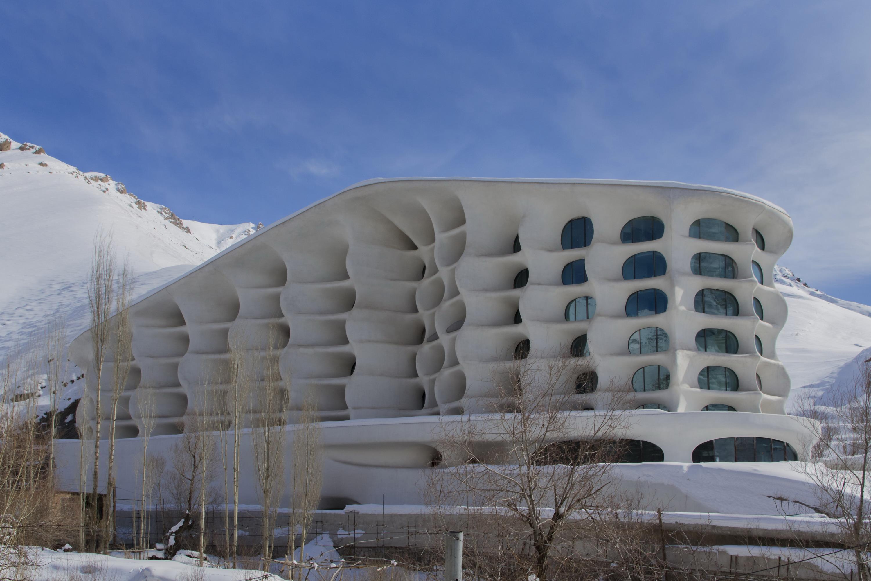 Fachada del hotel de lujo en Irán