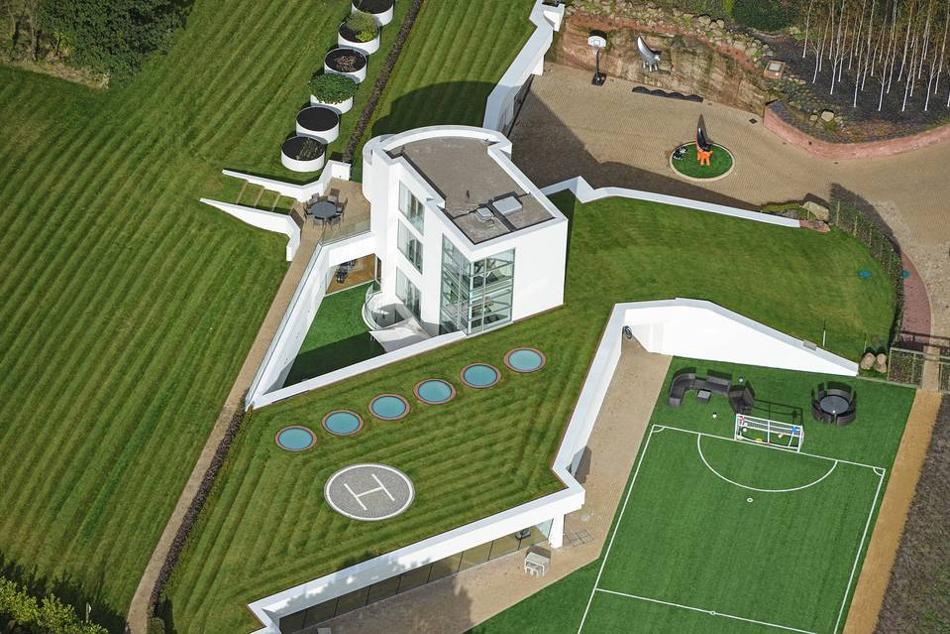 La casa de lujo subterránea vista desde el alto