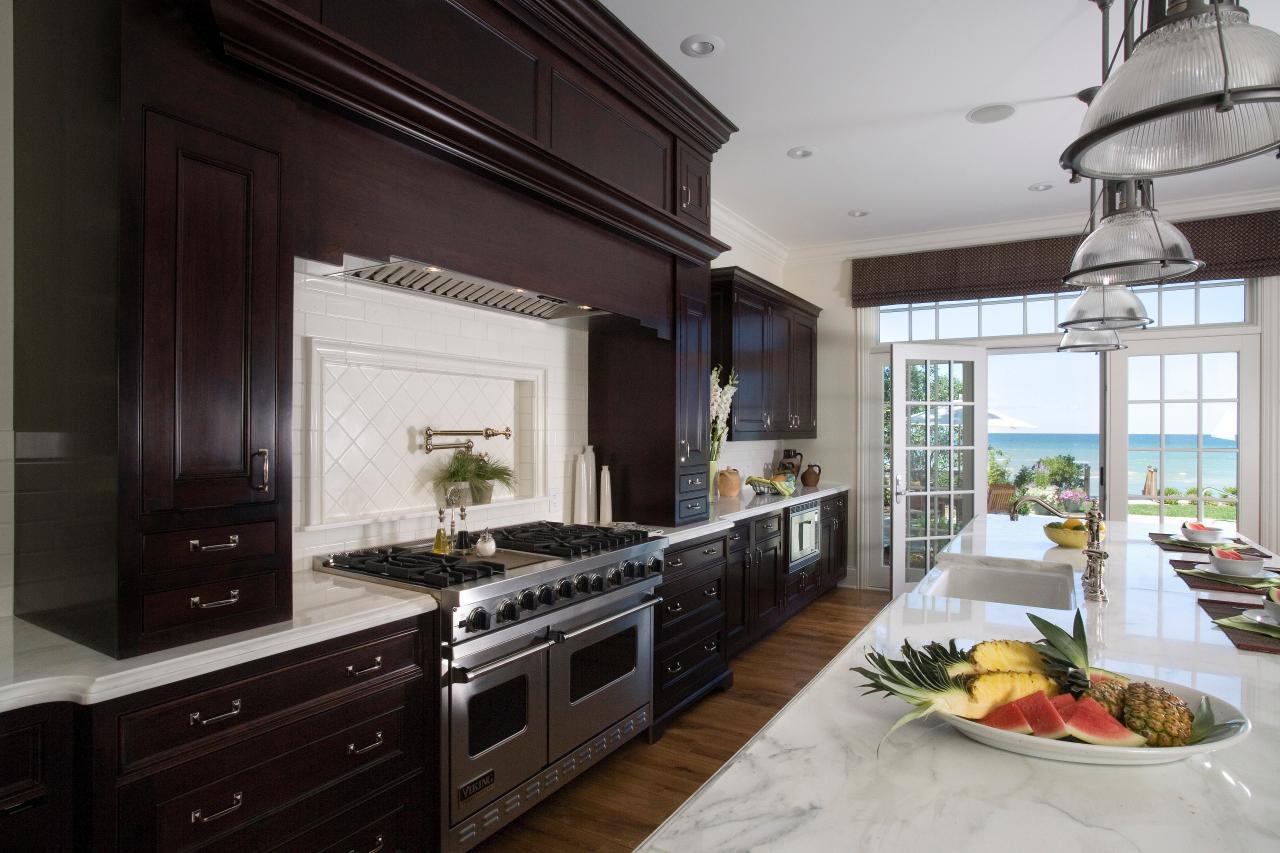 Amplia cocina en una casa de EEUU