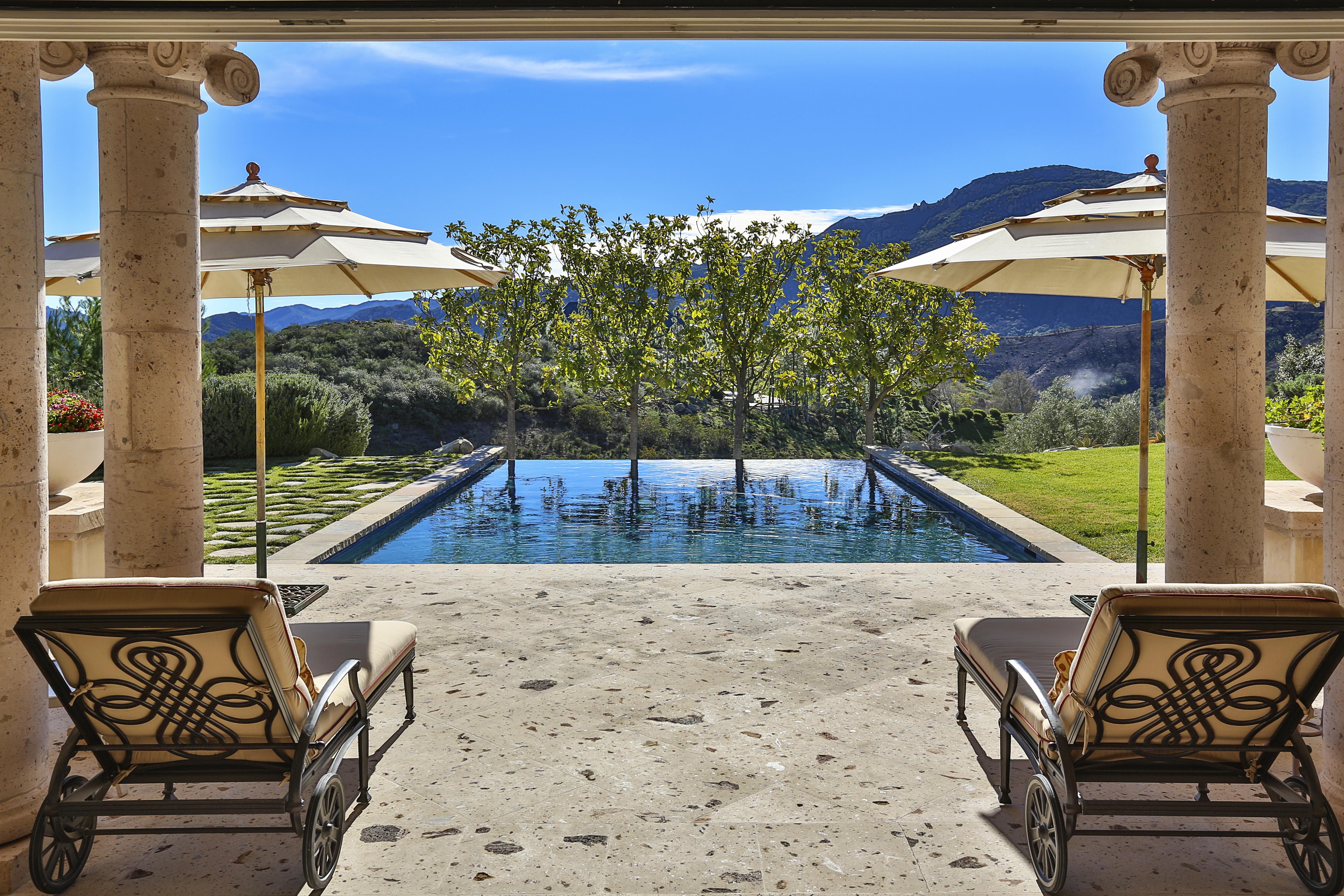 La piscina de la casa de ensueño en Los Ángeles