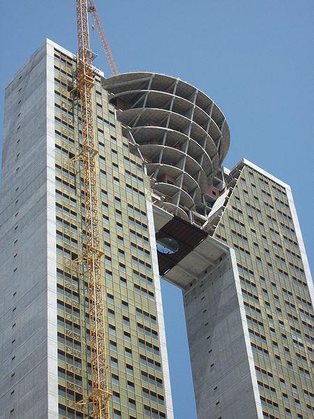 El rascacielos inacabado de Benidorm