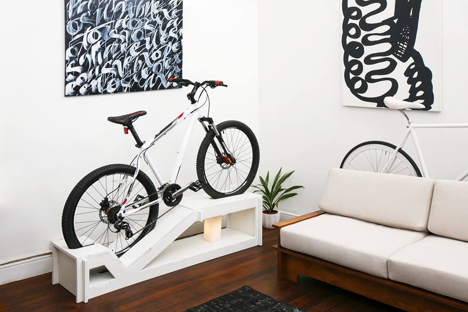 ideas de decoraci n ciclista urbano muebles de dise o para guardar la bici en casa. Black Bedroom Furniture Sets. Home Design Ideas