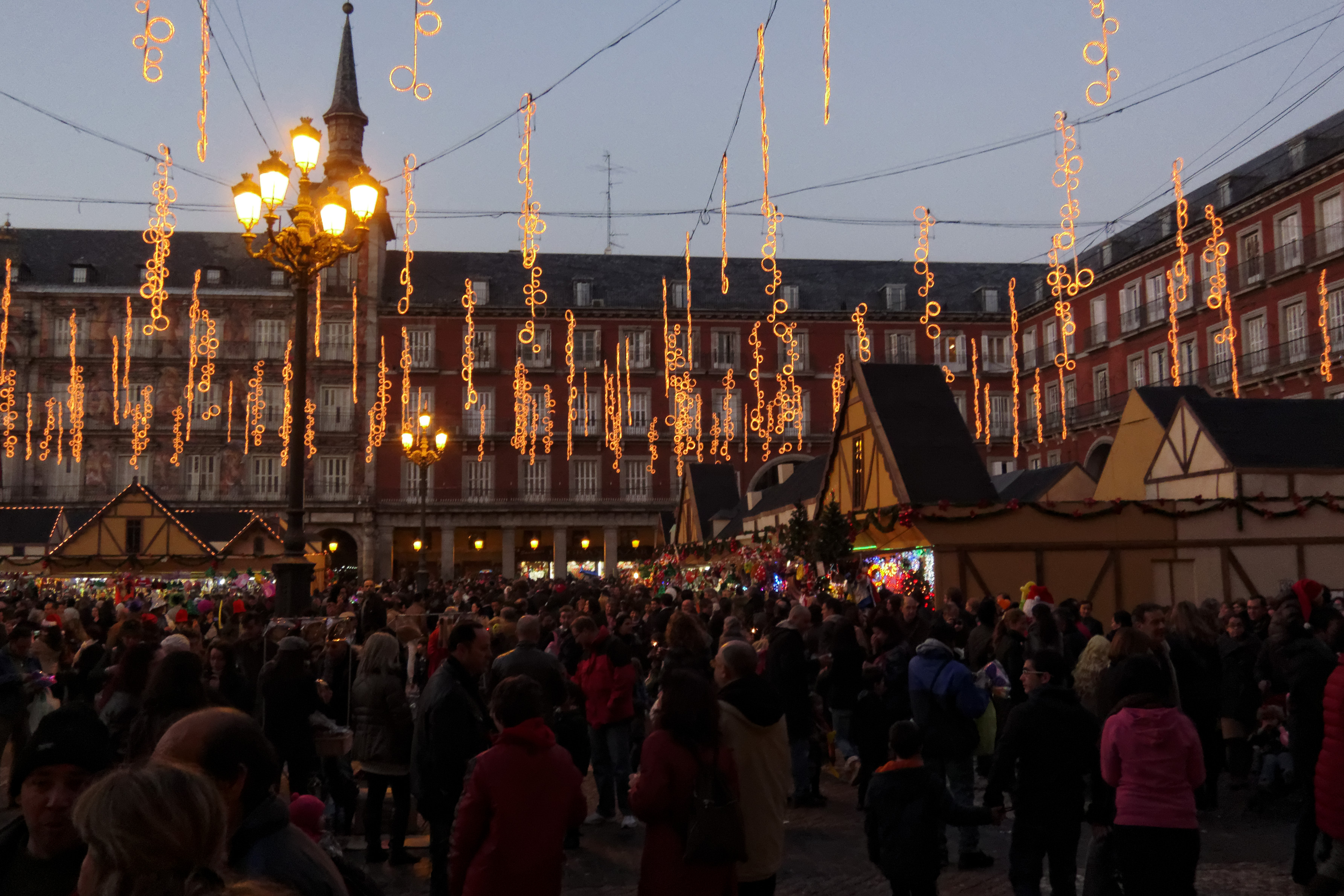 Pasa un fin de semana navide o en madrid o barcelona - Mercado de navidad en madrid ...