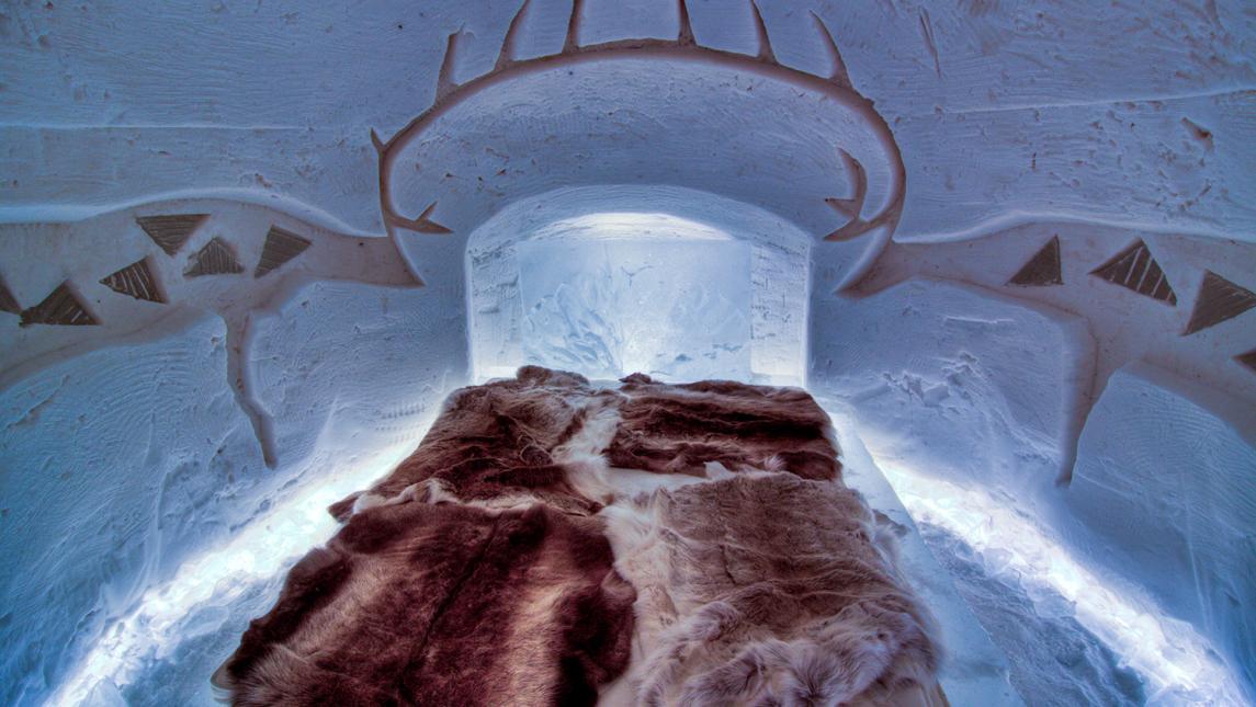 Interior del hotel iglú en Finlandia