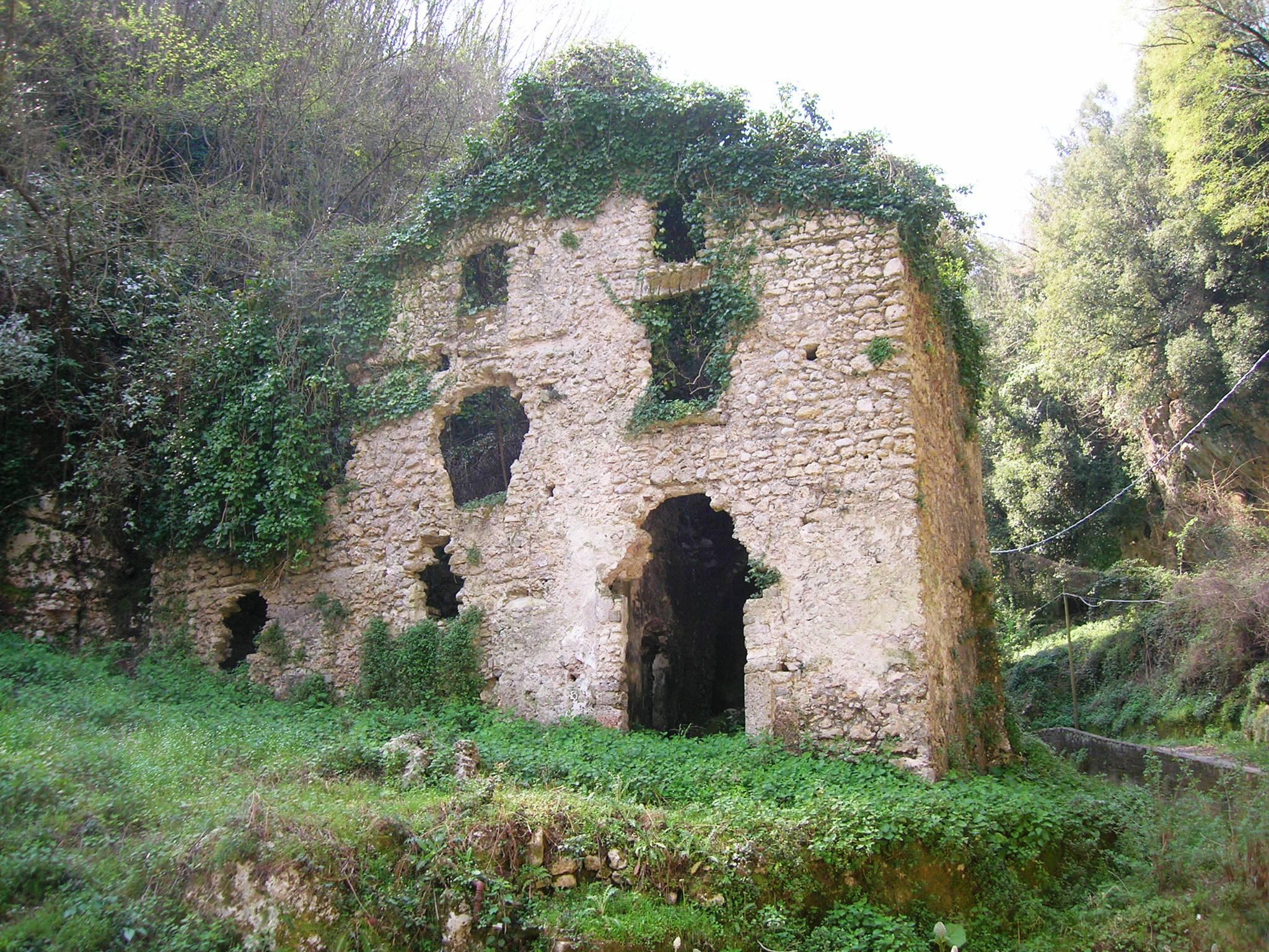 Antiguo molino italiano en Sorrento