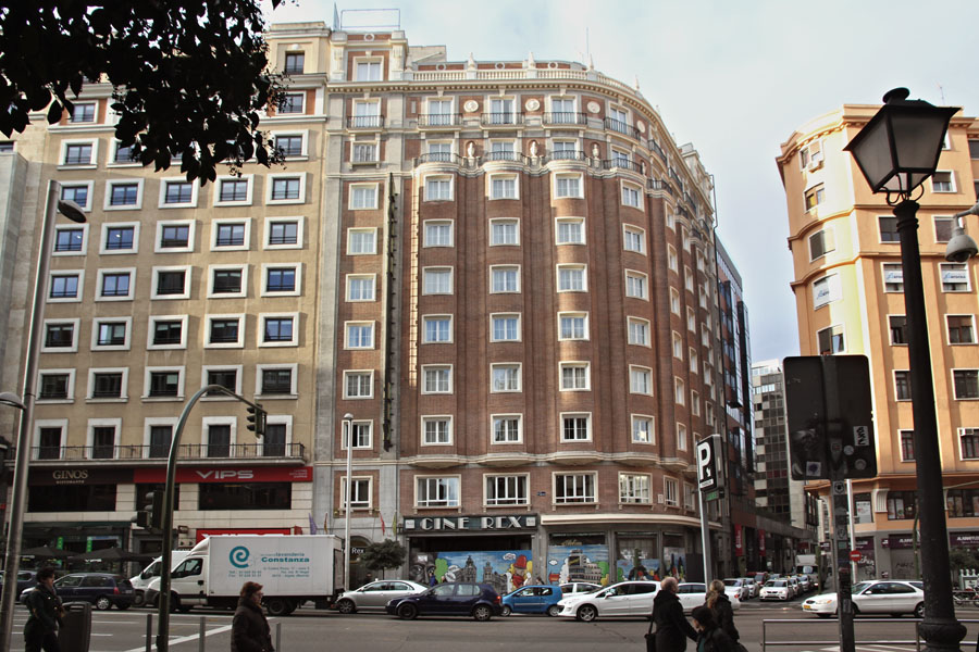 El edificio de los cines Rex en el centro de Madrid
