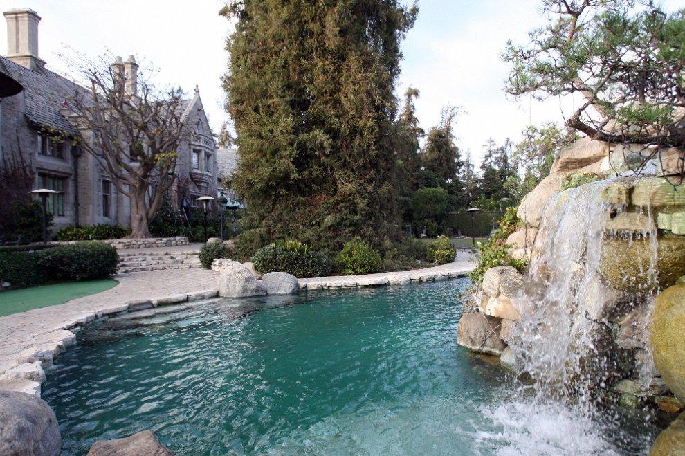 La piscina de la mansión de Playboy