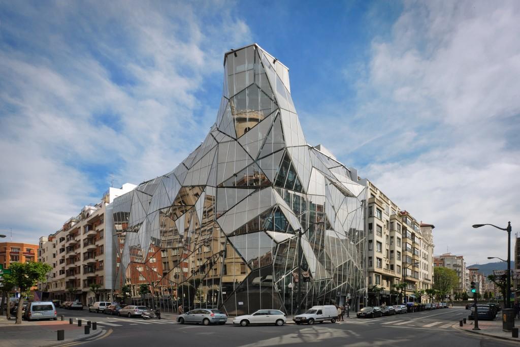 El edificio de las cien caras de Bilbao