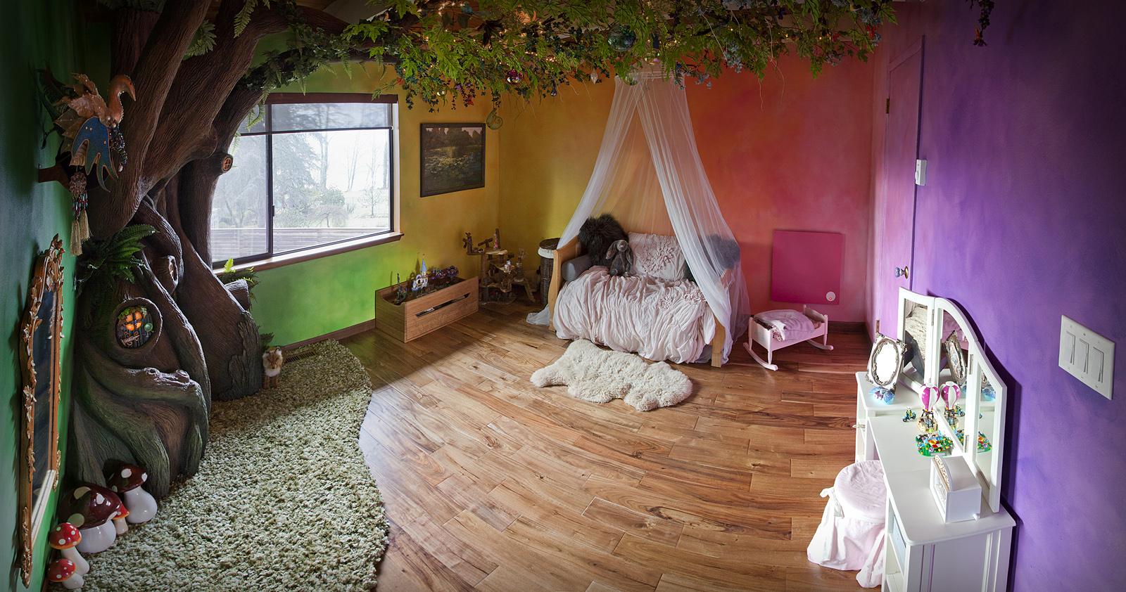 Habitación infantil convertida en un bosque encantado