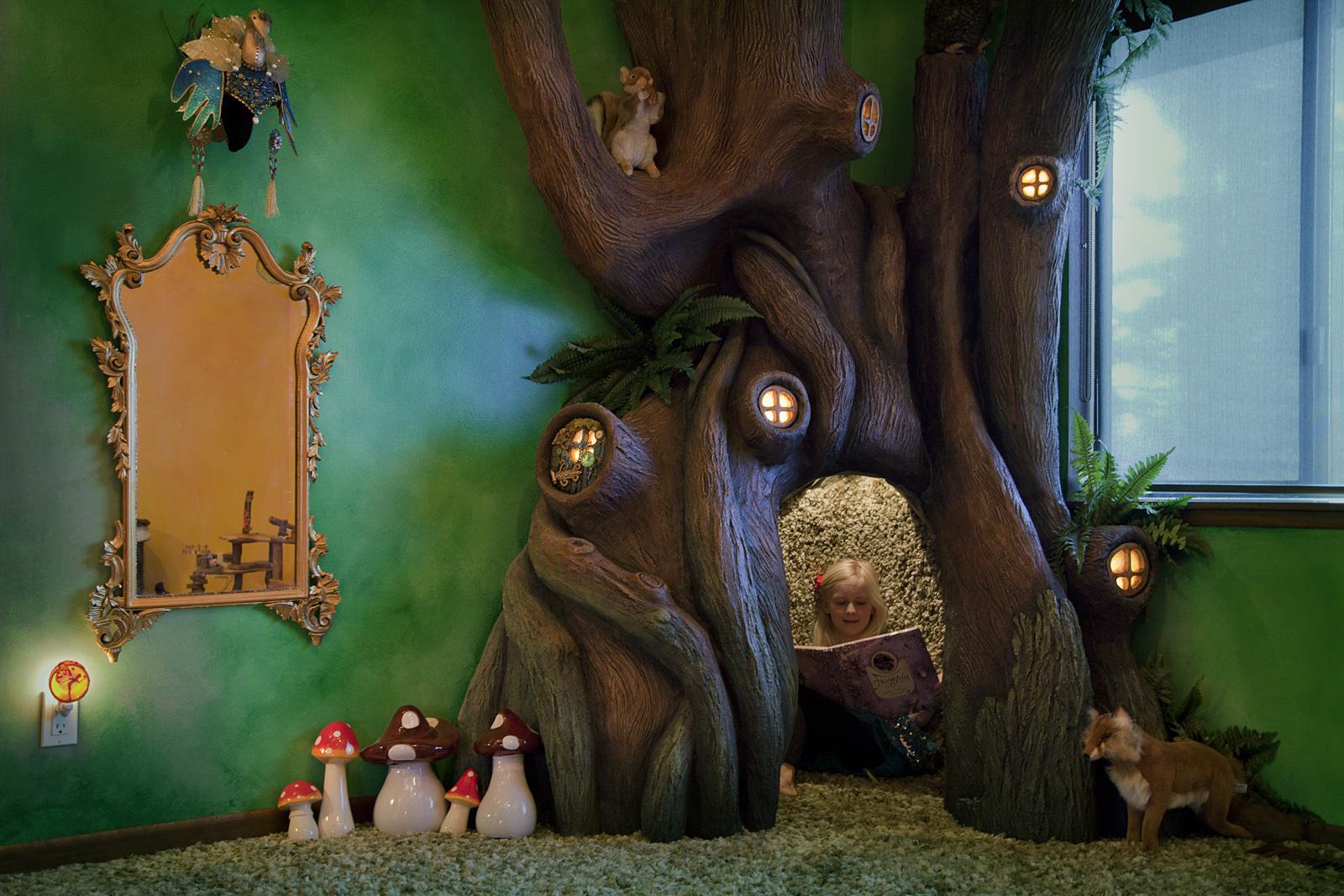 Árbol en la habitación de niños