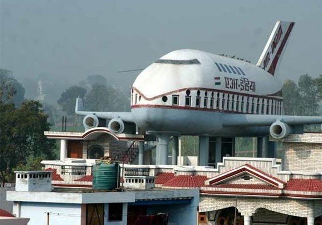 Depósito de agua con forma de avión