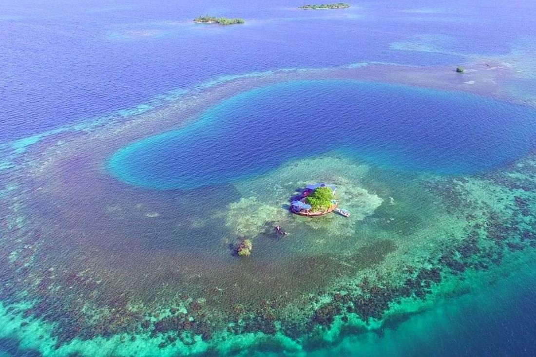 Isla perdida en medio del Caribe