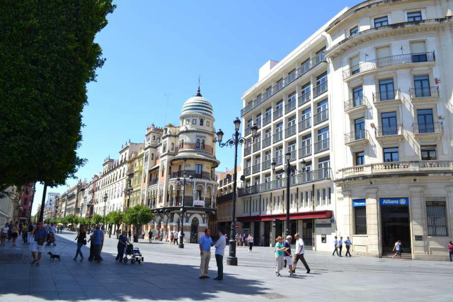 La antigua sede de banco de andaluc a en sevilla se for Oficinas bankia sevilla
