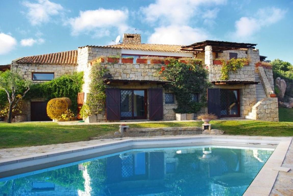 Villa con piscina y playa (Cerdeña, Italia) – desde 66 euros por persona y noche