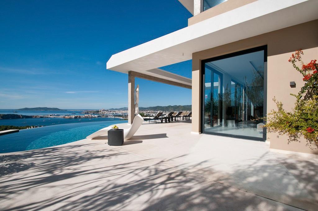Mansión con vistas al Mediterráneo (Ibiza, España) – desde 247 euros por persona y noche