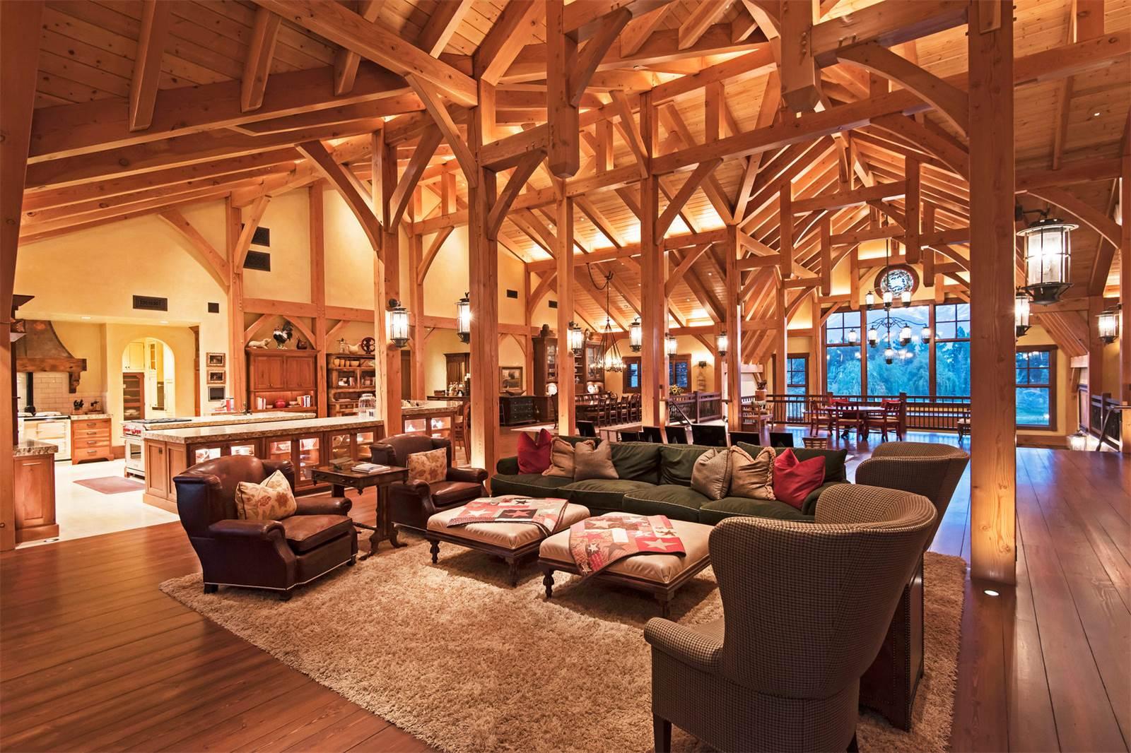 Interior del granero convertido en casa