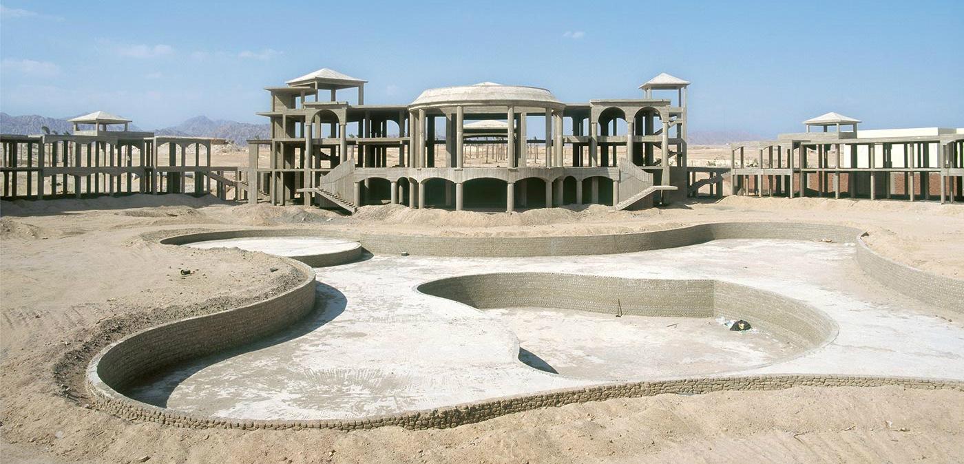 El hotel abandonado en el desierto