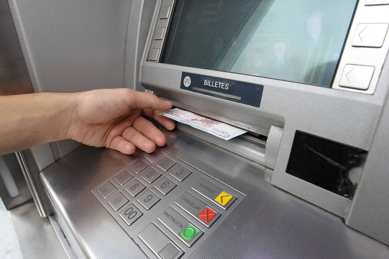 El reverso tenebroso de los tipos al 0 los bancos dejan for Banco con mas cajeros
