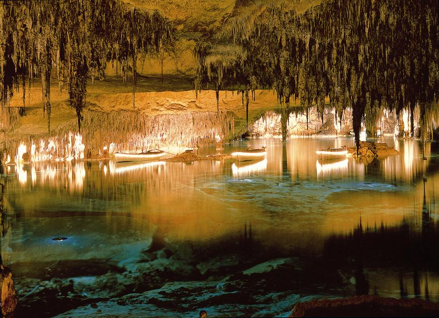 Disfruta de las Cuevas del Drach