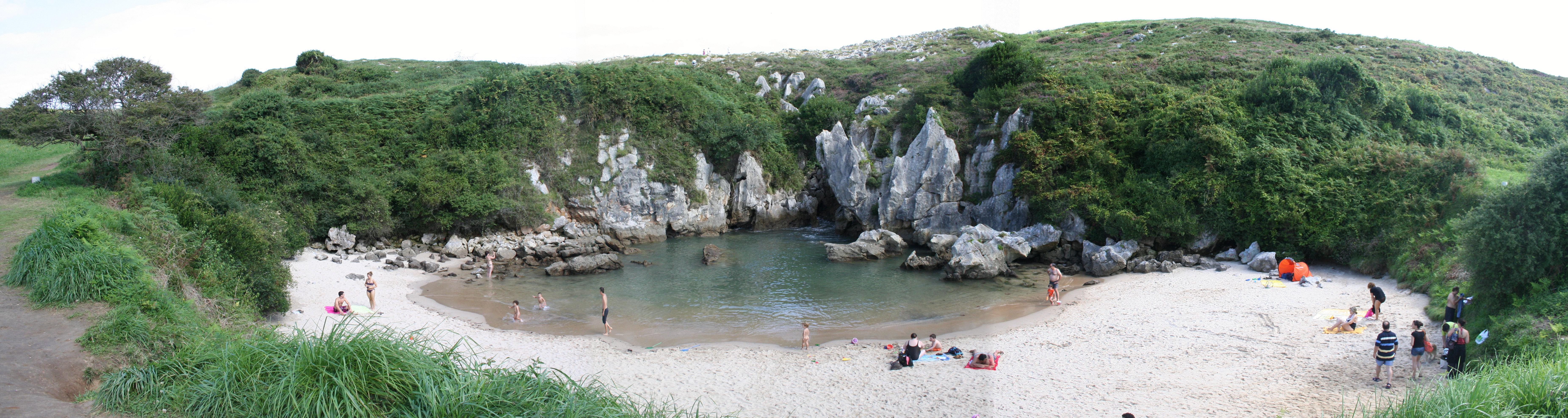 Gulpiyuri: la playa que aparece y desaparece