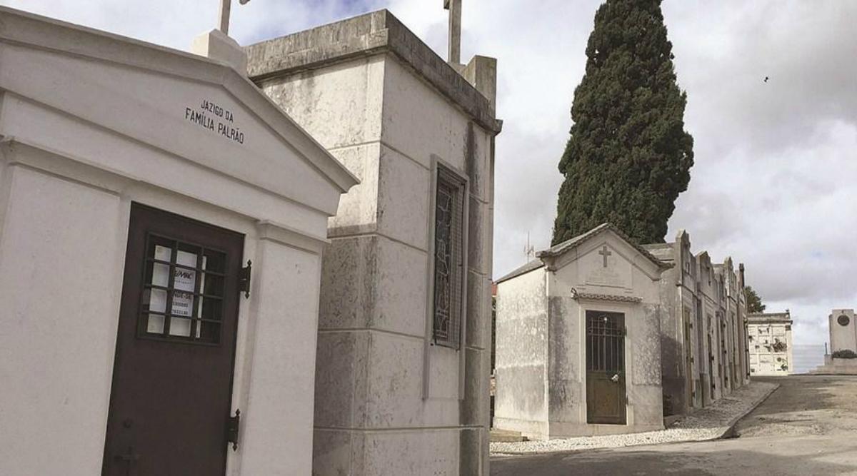 Panteón a la venta en el cementerio de Benfica