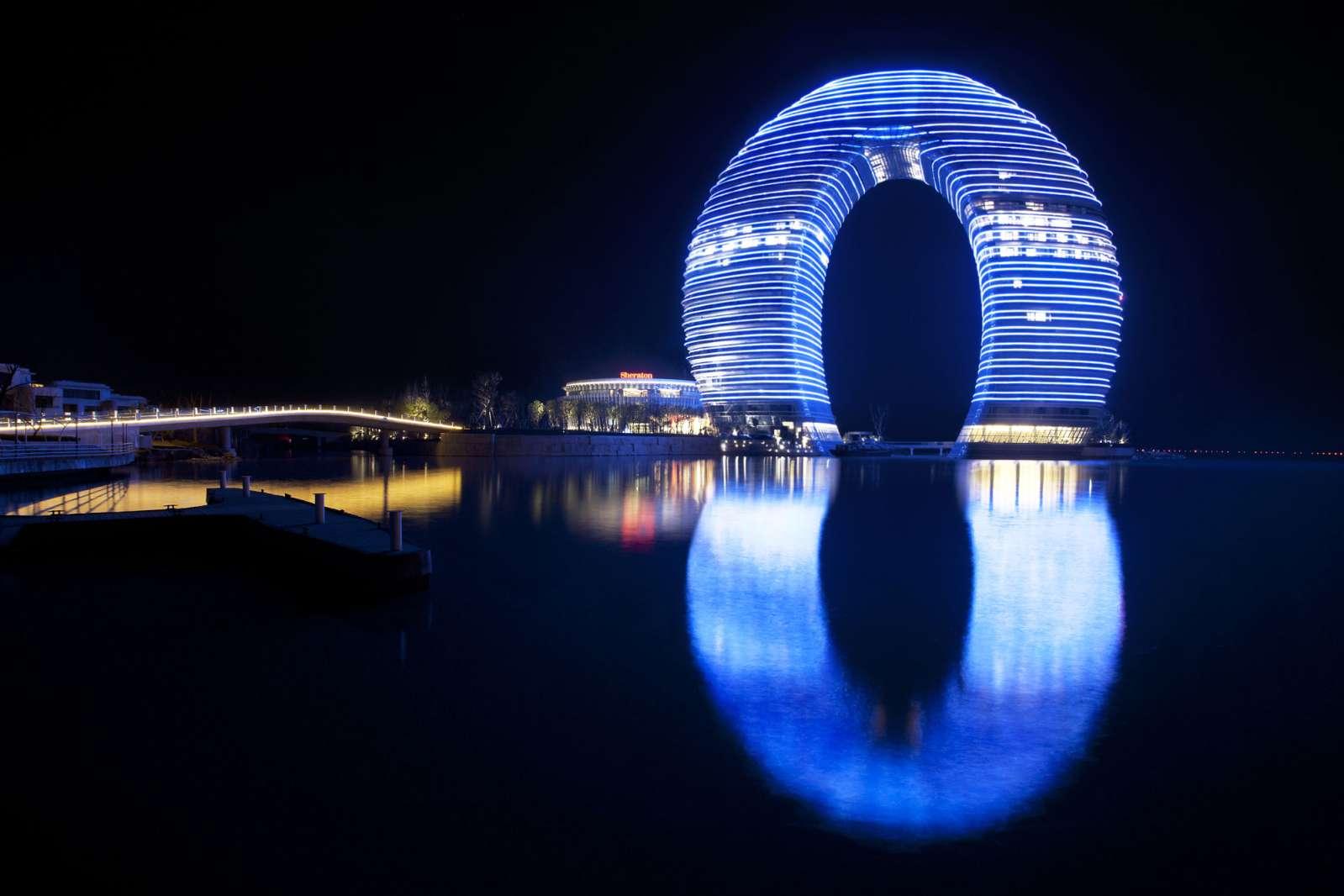 Hotel con forma de anillo