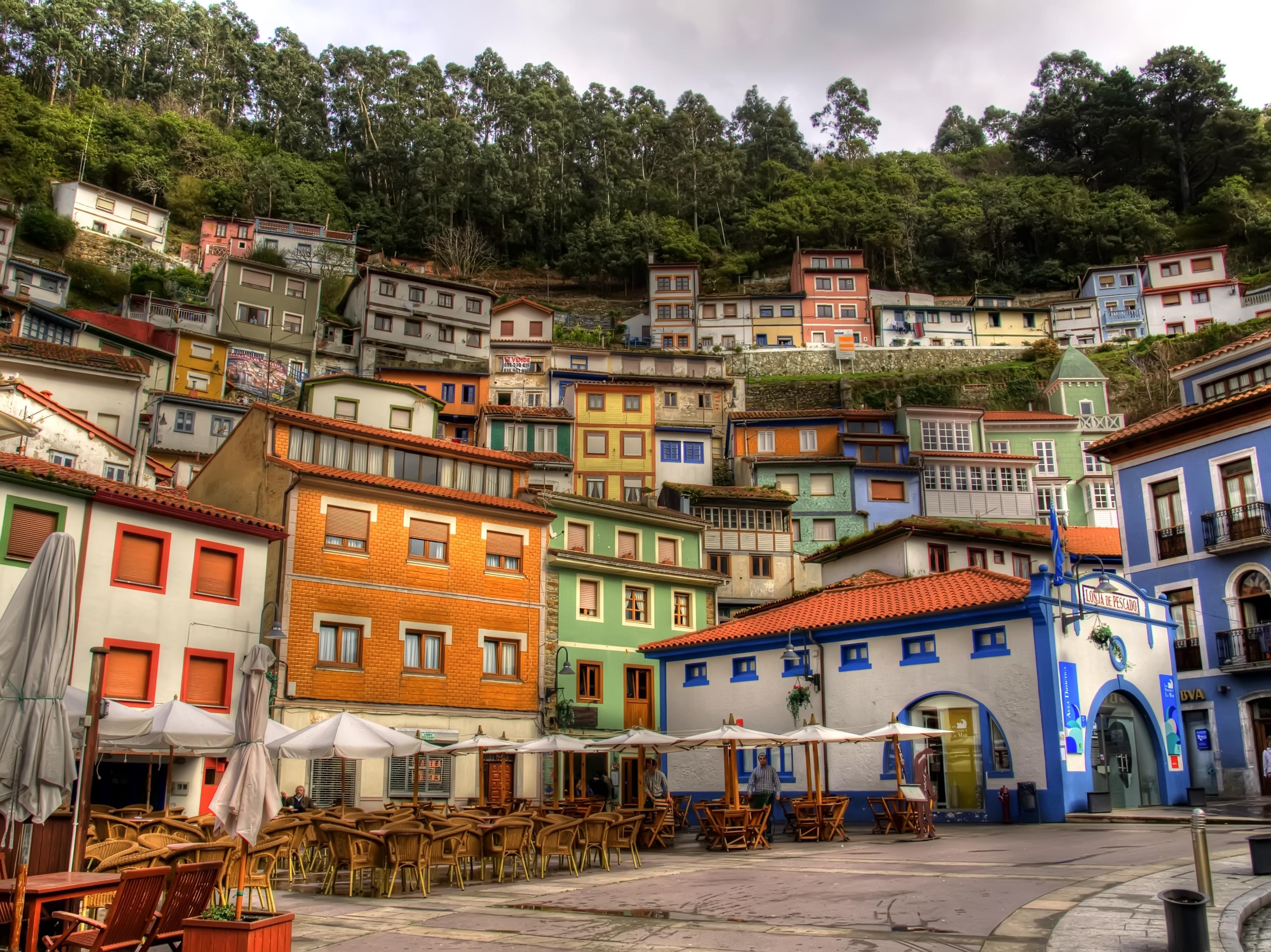 Escapadas originales descubre los pueblos m s coloridos for Casas de pueblo en cantabria