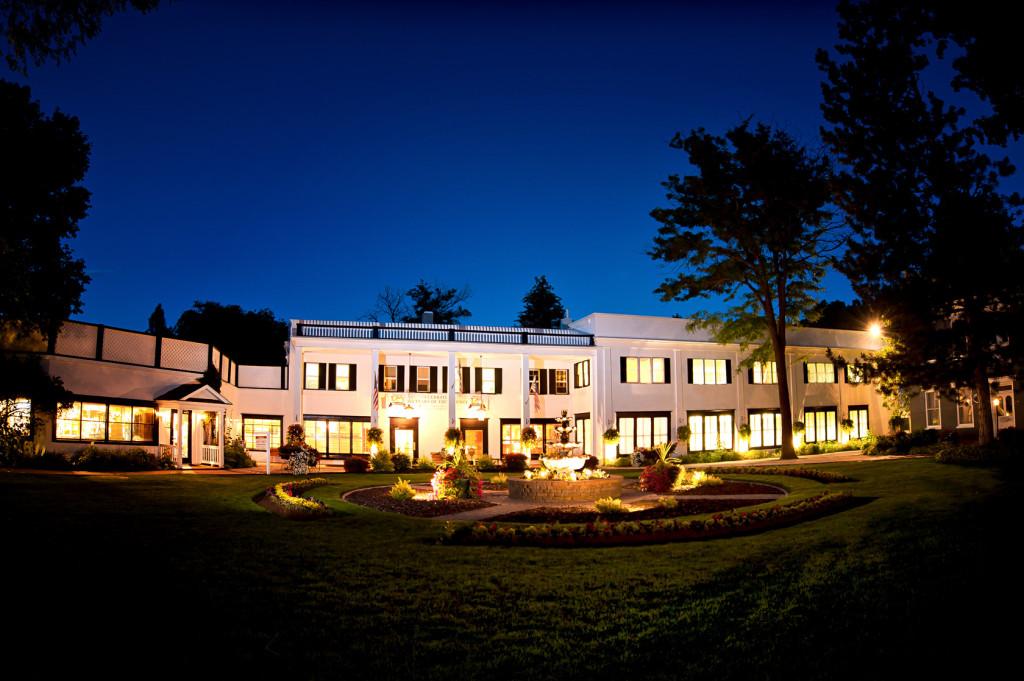 Hoteles con encanto una piscina de aguas termales dentro de un cr ter idealista news - Hoteles con encanto y piscina ...
