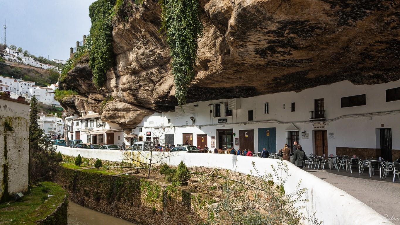 Vivir bajo una gigantesca roca casas y pueblos - La casa de las piedras ...