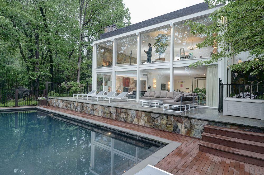 Casas de ensueño: una espectacular 'jaula' de cristal con vistas a la piscina y el jardín