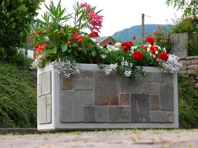Ideas de decoraci n c mo una jardinera bien cuidada puede alegrar tu terraza este verano - Imagenes de jardineras ...