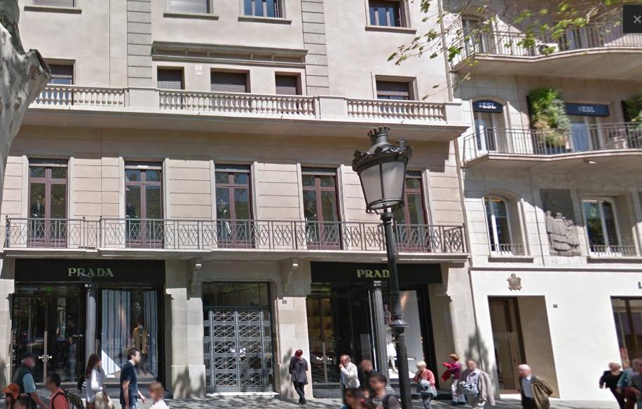 Invesco paga 45 millones por la tienda de Prada en Barcelona