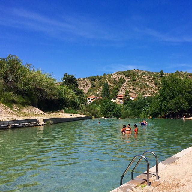 6 piscinas naturales para disfrutar en verano idealista news for Piscina playa precio