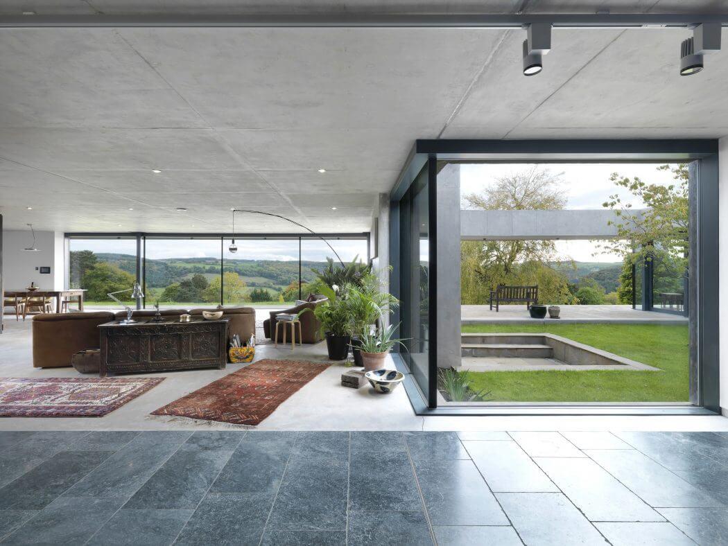 La casa del revés: pensada para vivir de fuera hacia dentro