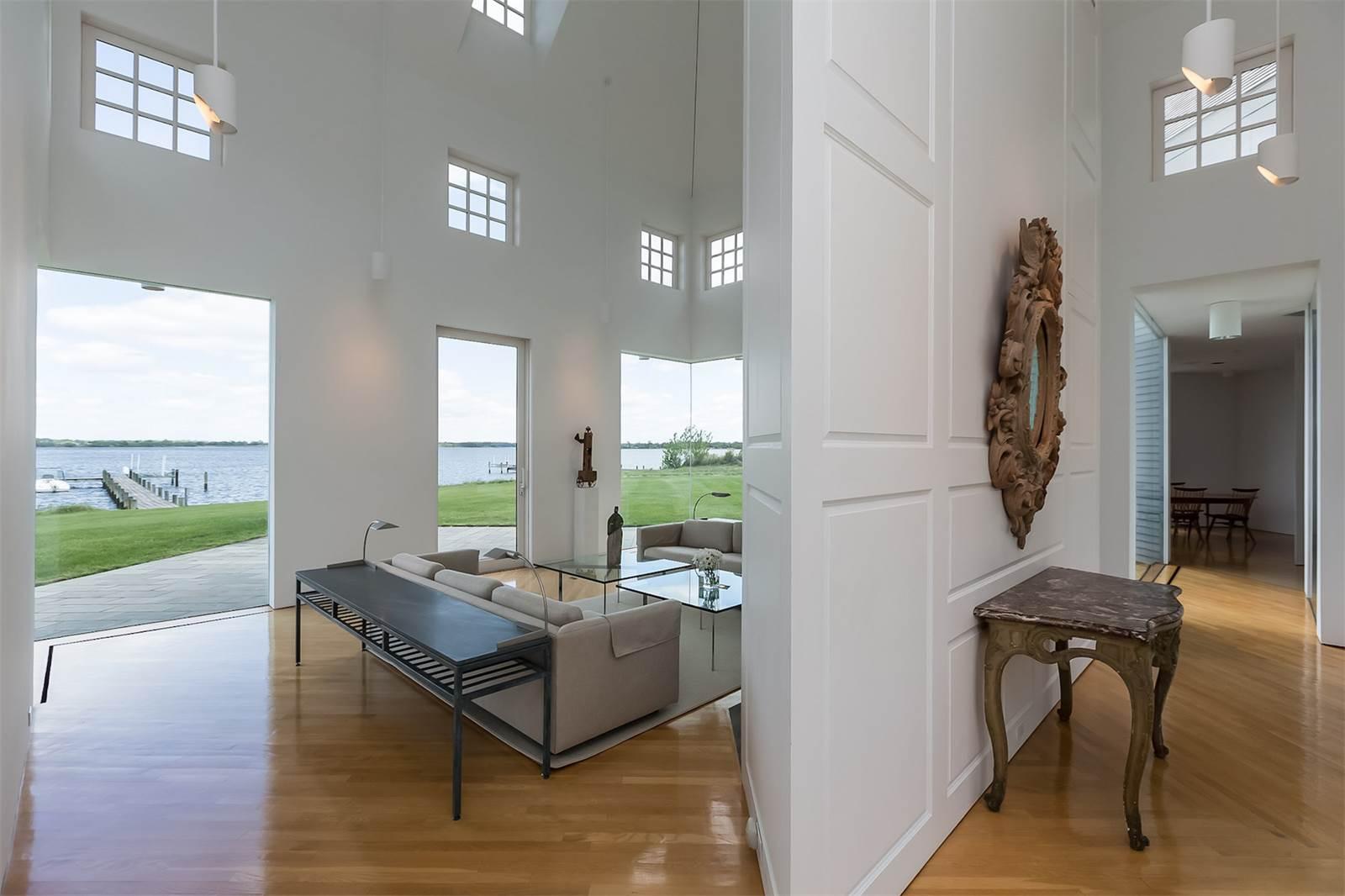 Casas de ensueño: minimalismo extremo con unas impresionantes vistas de la bahía