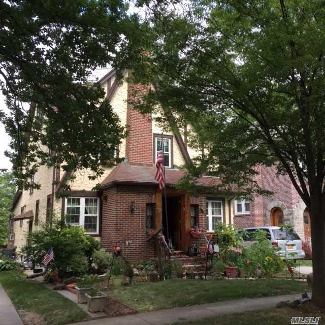 Casas de famosos: el chalet donde Donald Trump pasó su infancia, a la venta