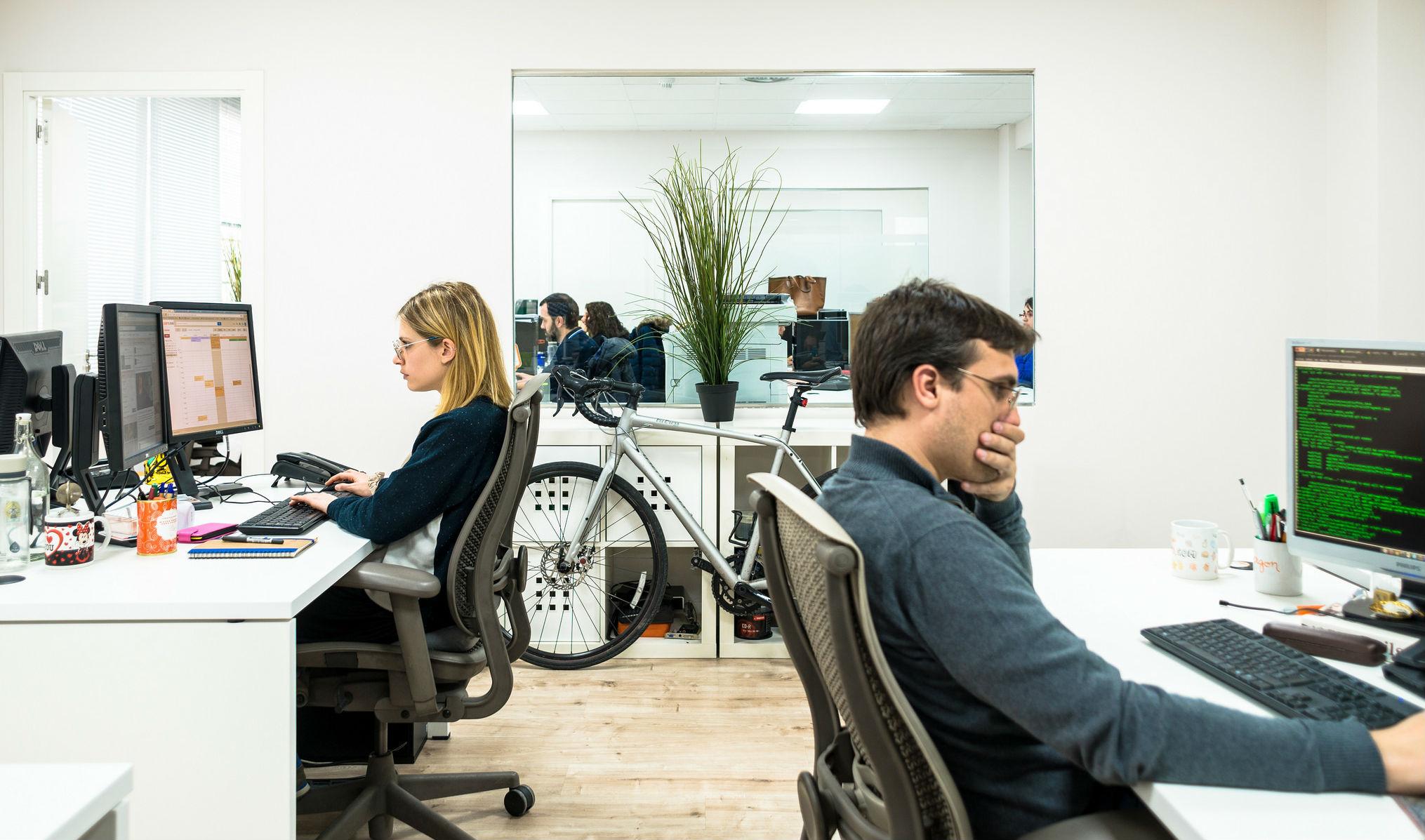 Sin paredes y con las sillas muy juntas as es la oficina cient ficamente perfecta idealista news - Oficina empleo barcelona ...