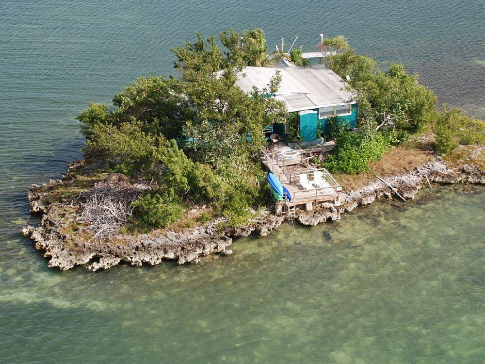Pretty Joe Rock. Private Islands Online