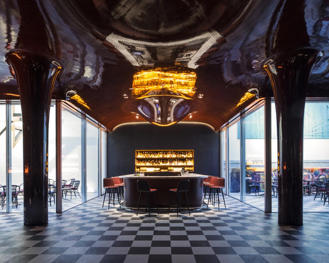 Mejor Restaurante en Europa: Les Bains (París, Francia) / RDAI