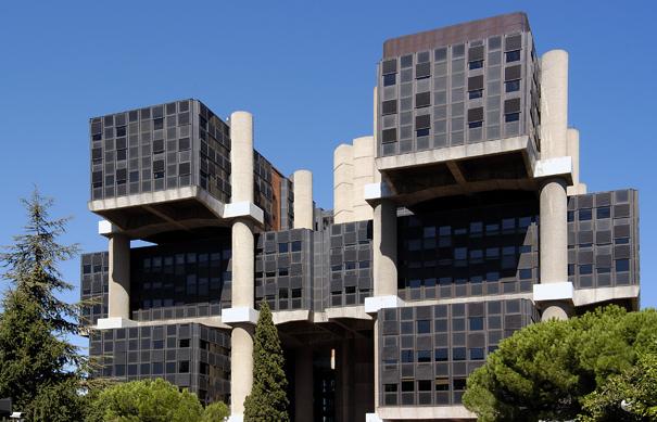 Realia pone en venta el m tico edificio de los cubos de for Oficinas de allianz en madrid